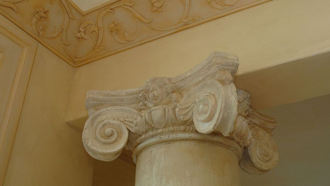 Up close shot of Spanish style crown molding.
