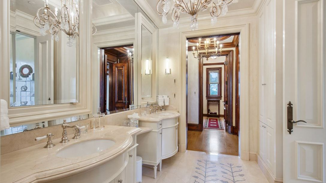 Bathroom with Italian marble.